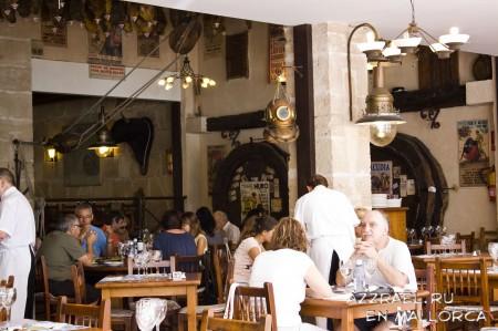 Ресторанчик в порту Алькудии