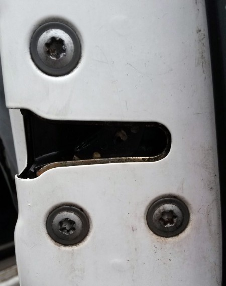 Ремонт замка передней двери на Nissan Sunny